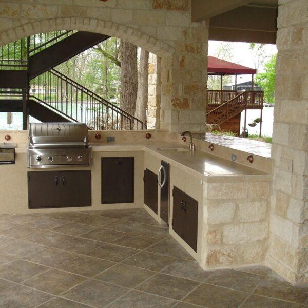 Une cuisine extérieure, un concept idéal pour profiter du jardin et du soleil